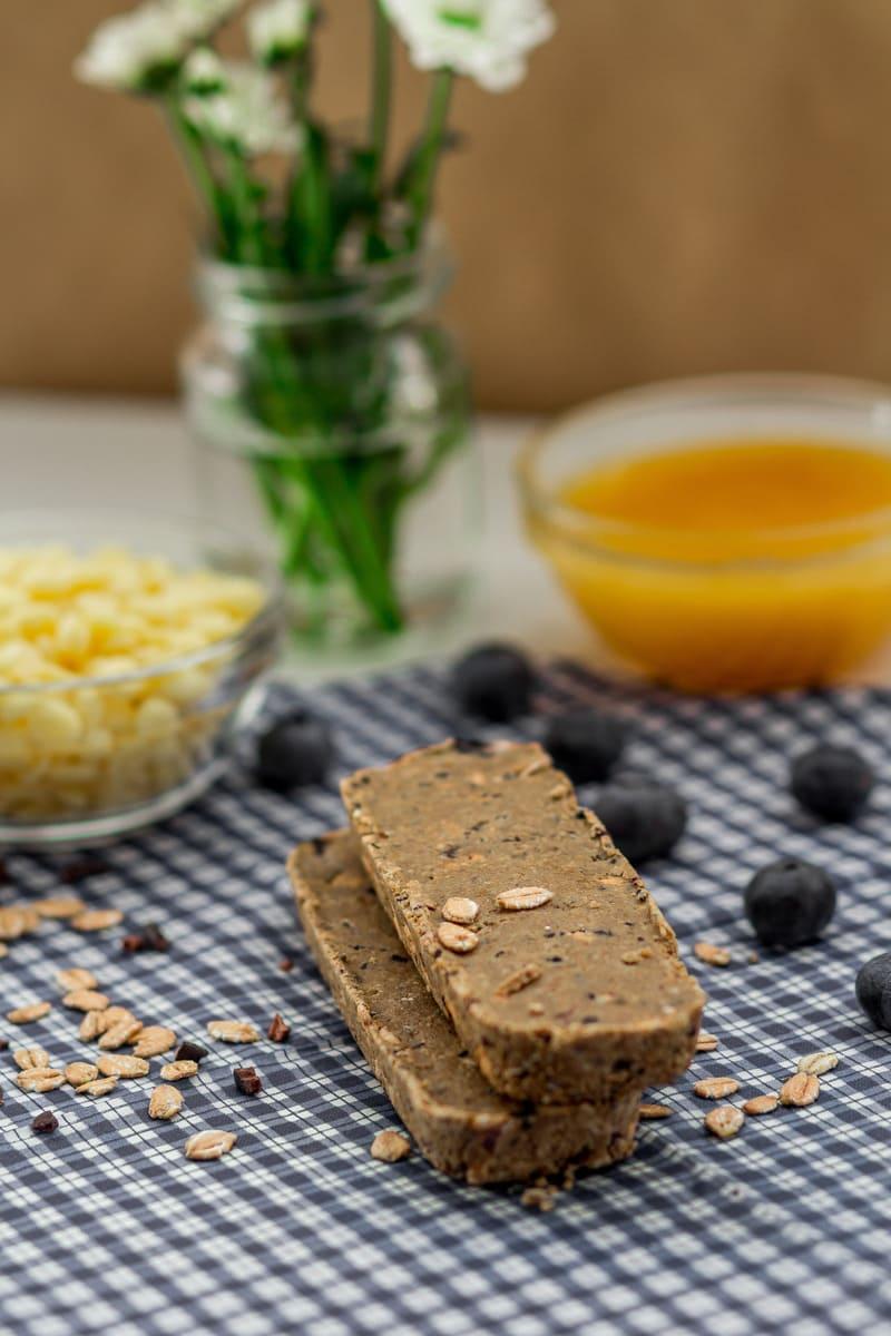 Süßigkeitenersatz Proteinriegel Blaubeere Butter vegan